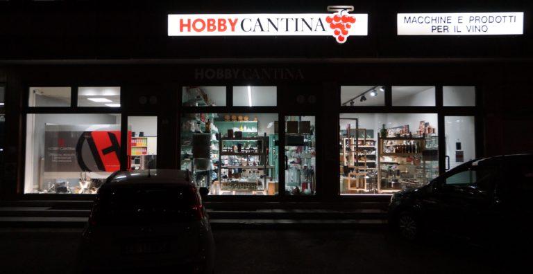 esterno-negozio-hobby-cantina-notturno